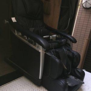 100㎏越えの重量のあるマッサージチェアもスタッフにおまかせで楽々回収♪お部屋が片付いたとお喜びいただけました。