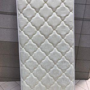 【中央区】シングルベッドマットレス、折り畳みテーブル等の回収