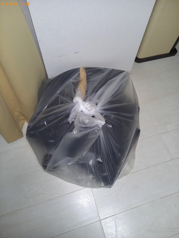 【墨田区】ハンガー、ペットボトル等の回収とハウスクリーニング