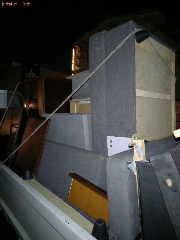 【世田谷区】遺品整理でテーブル、三人掛けソファー等の回収