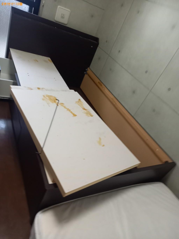 【港区】マットレス付きセミダブルベッドの回収・処分ご依頼