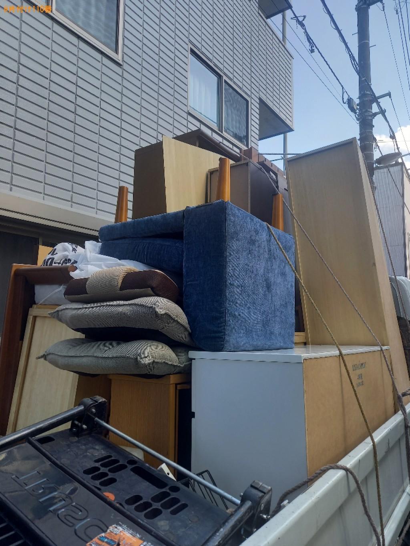【荒川区】こたつ、タンス、食器棚、ソファー、PCデスク等の回収
